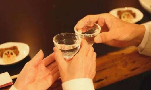 """白酒为何要根据香味分类?明明无色透明,为什么要叫""""白酒""""?"""