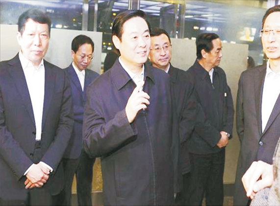 (中)原四川省委书记刘奇葆,(左)集团董事长钟元才