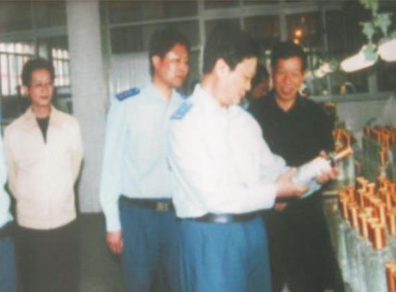 (右二)原空军副司令林杰、(右)集团董事长钟元才